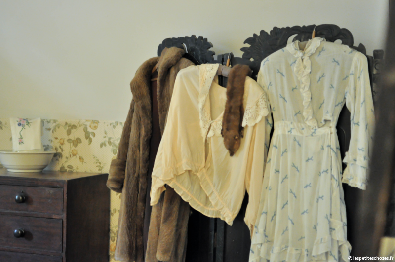 Irlande Bunratty Folk Park Garde-robe du 19e siècle